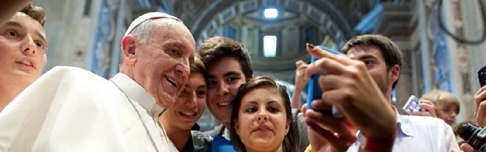 Papa Francesco uomo dell'anno anche sui Social: le sfide al suo Pontificato